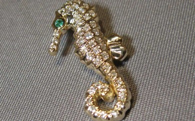 14k- yellow gold - diamond - seahorse