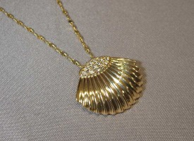 Gold Scallop -Shell - Pendant
